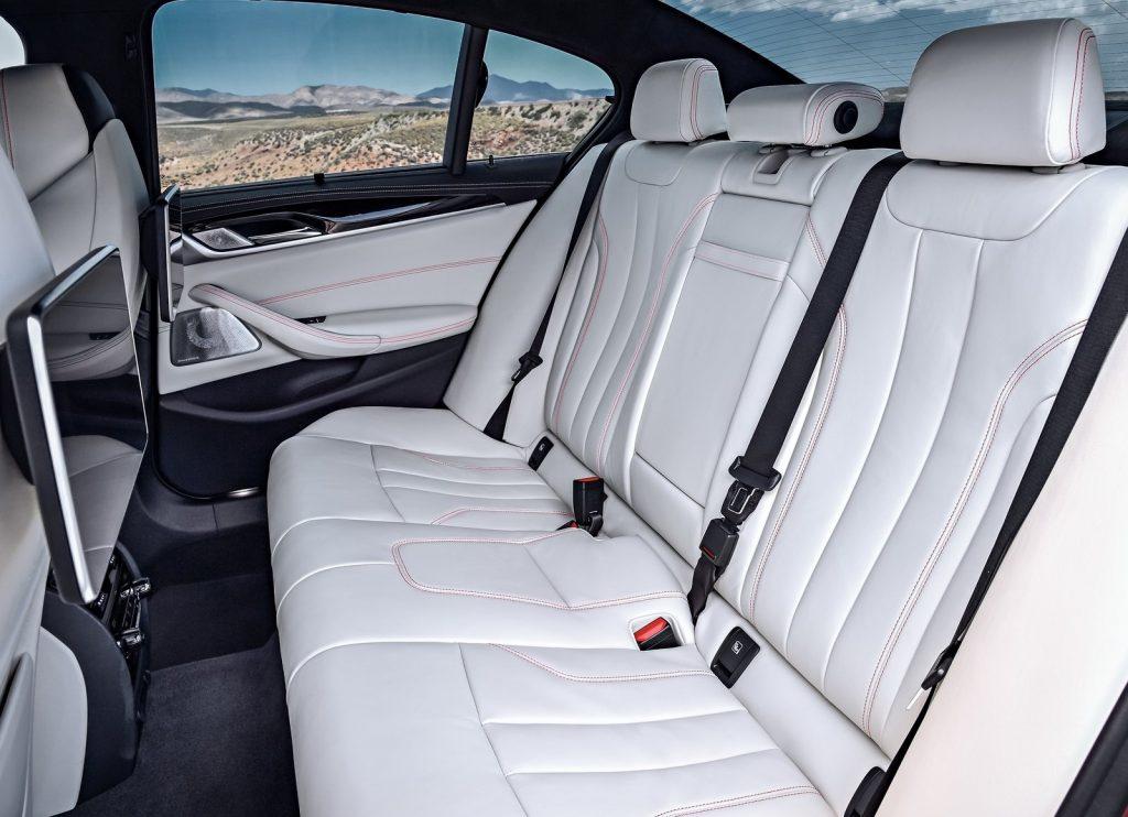 BMW M5 2018, задние сиденья