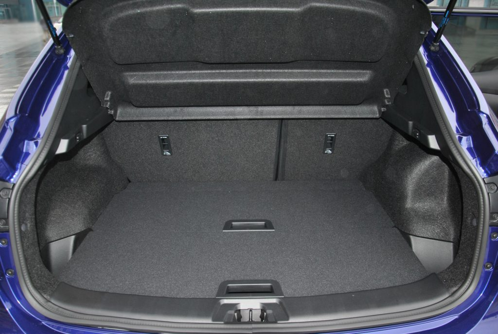 Nissan Qashqai 2018, багажник
