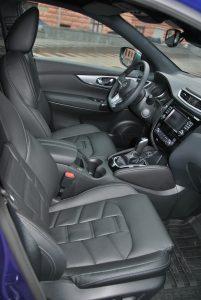 Nissan Qashqai 2018, передние сиденья