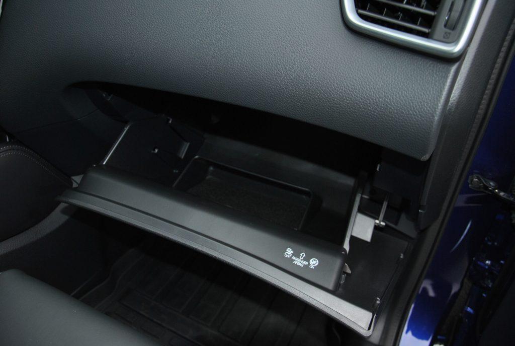 Nissan Qashqai, перчаточный ящик