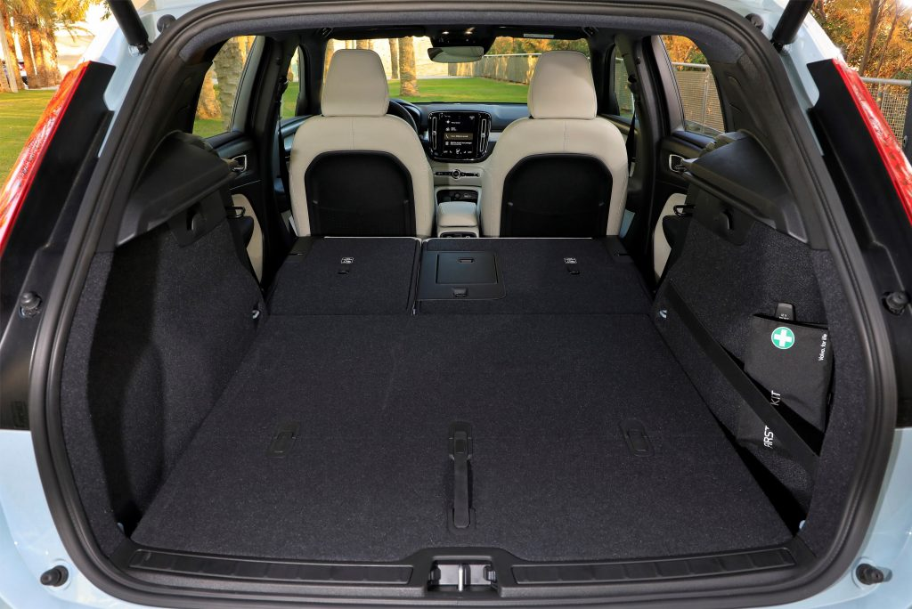 Volvo XC40 2018, багажник