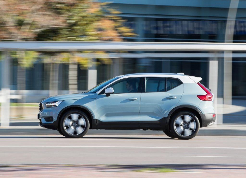 Новый Volvo XC40, вид сбоку