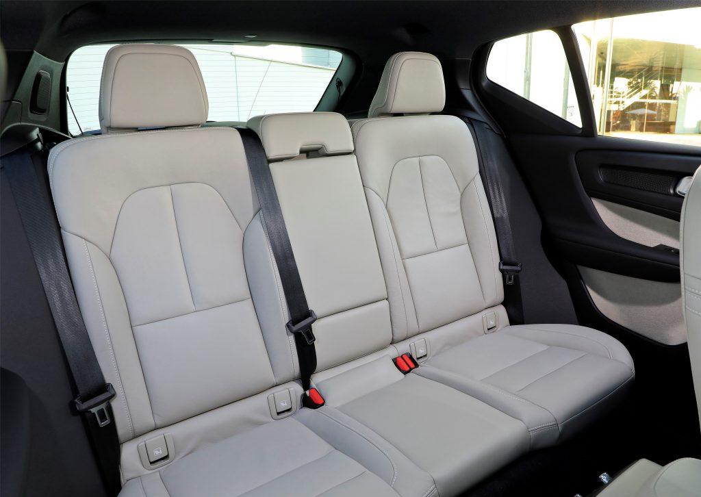 Volvo XC40, задние сиденья