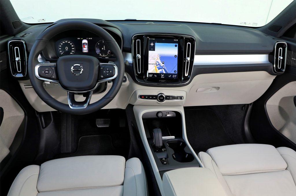 Новый Volvo XC40, передняя панель