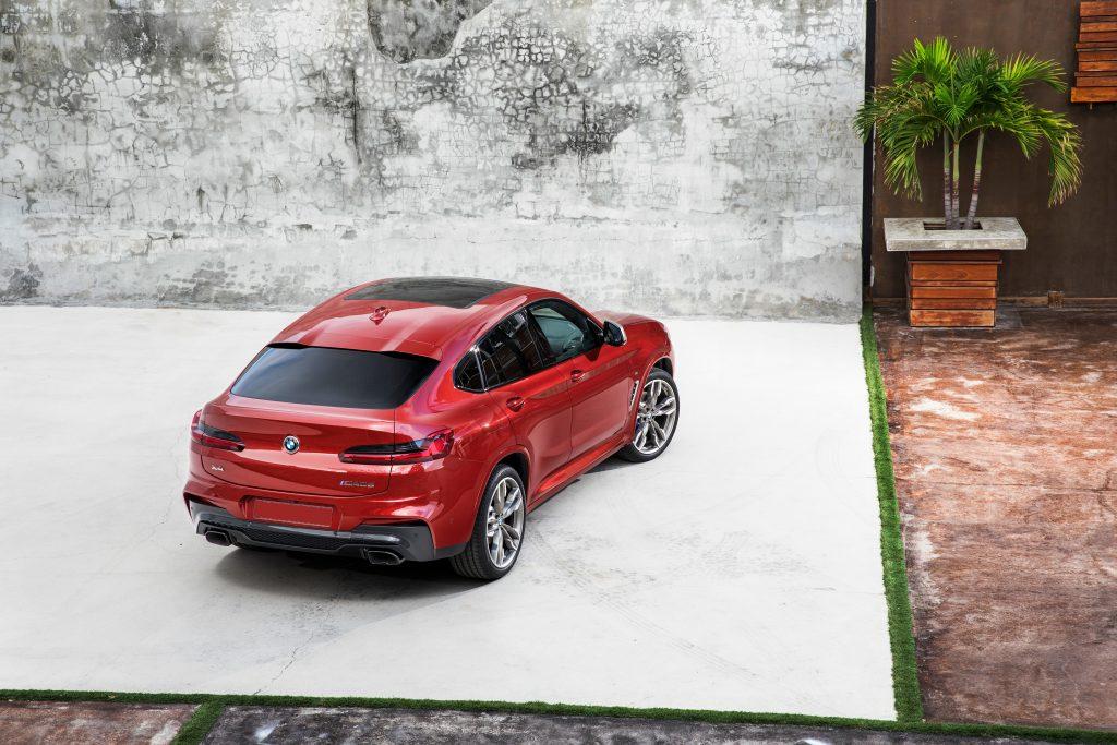 BMW X4 2018, вид сзади