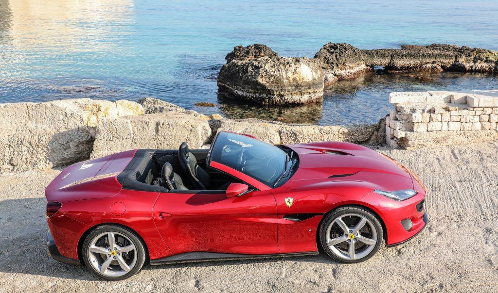 Ferrari Portofino 2018, вид сбоку