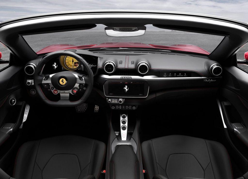 Ferrari Portofino, передняя панель