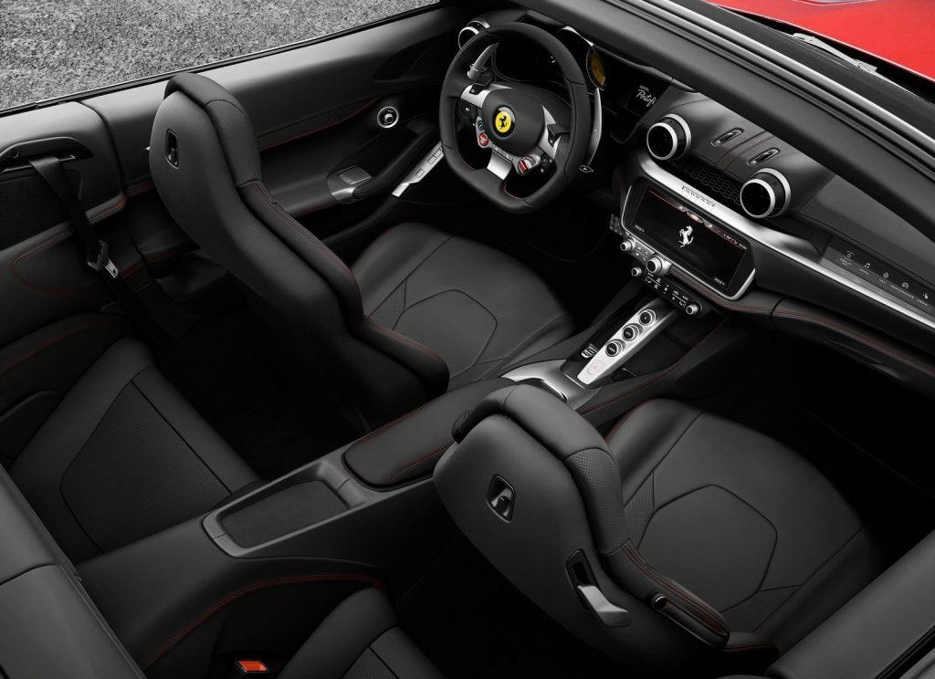 Ferrari Portofino 2018, салон
