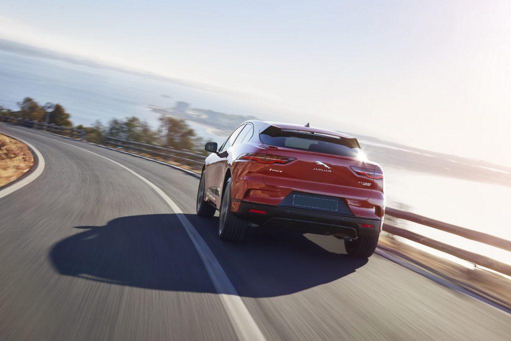 Электромобиль Jaguar I-Pace, вид сзади