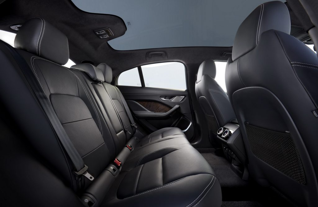 Jaguar I-Pace, задние сиденья