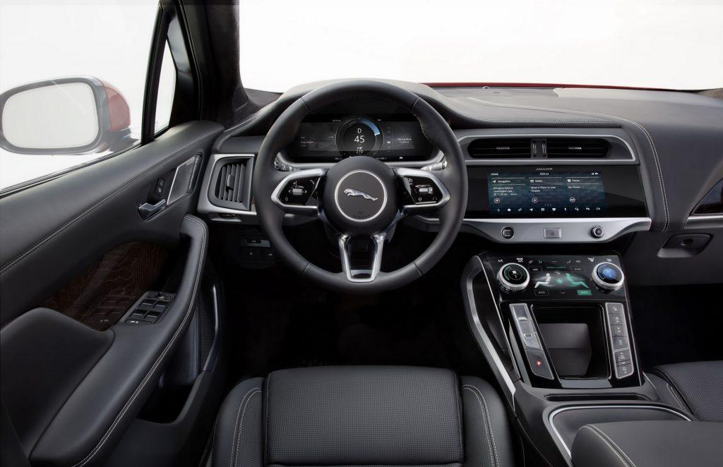 Новый Jaguar I-Pace, передняя панель