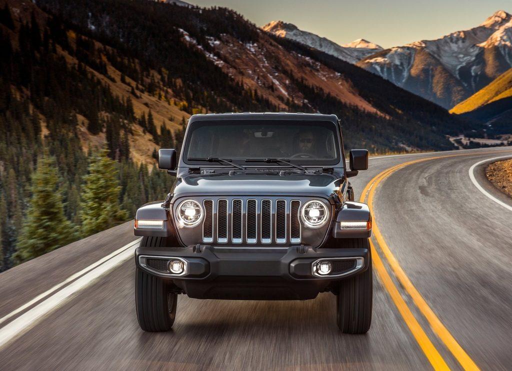 Jeep Wrangler 2018, вид спереди