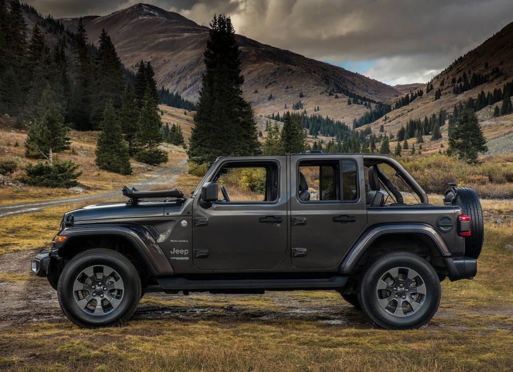 Новый Jeep Wrangler, вид сбоку