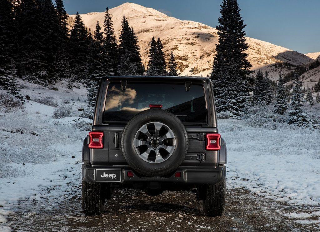 Jeep Wrangler 2018, вид сзади