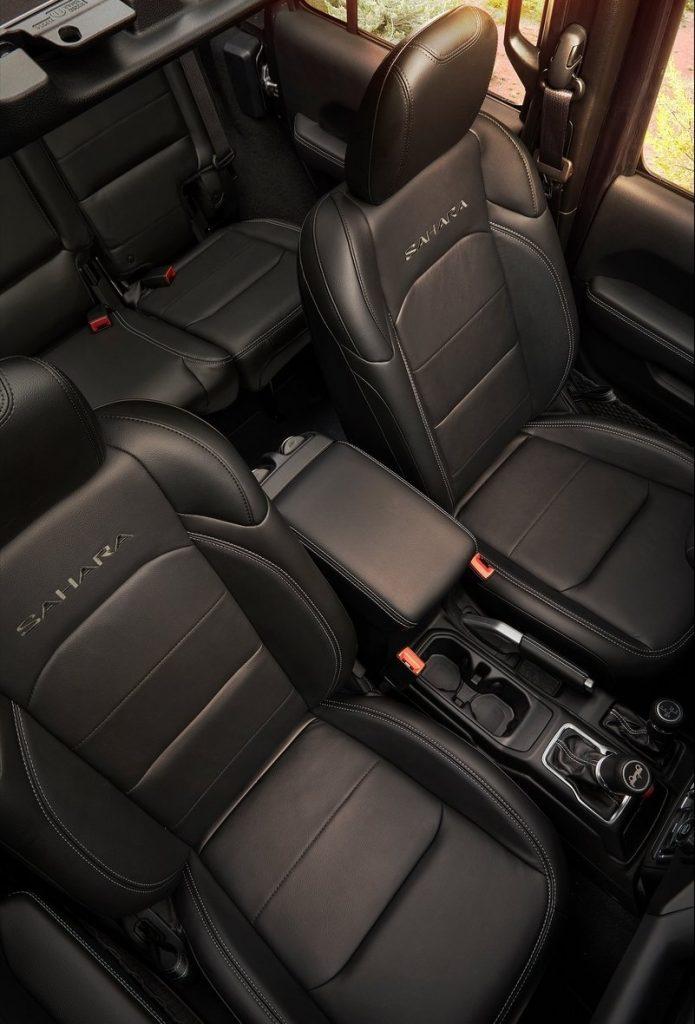 Новый Jeep Wrangler 2018, передние сиденья