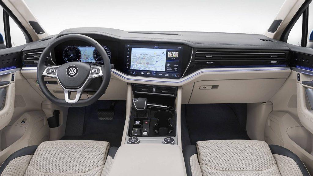 Новый Volkswagen Touareg, передняя панель