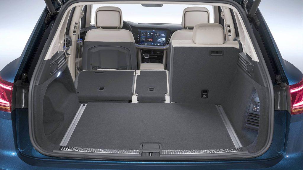 Volkswagen Touareg 2018, багажник