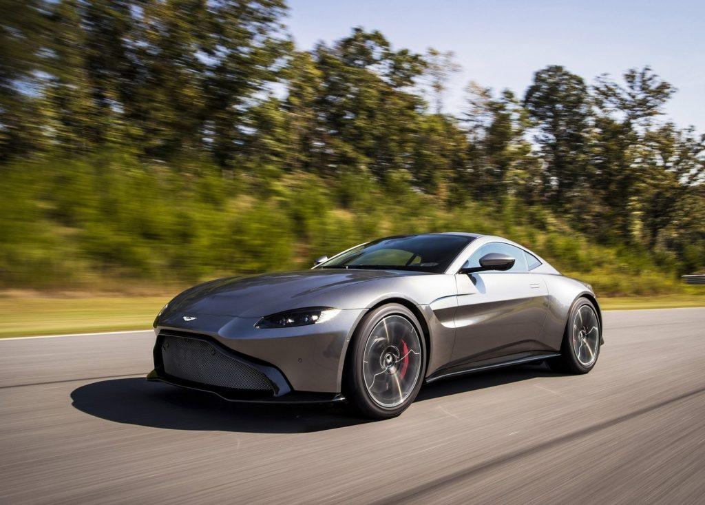 Aston Martin Vantage, вид на переднюю диагональ