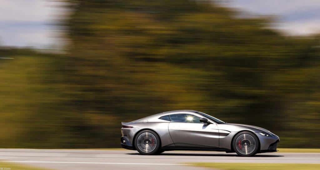 Новый Aston Martin Vantage, вид сбоку