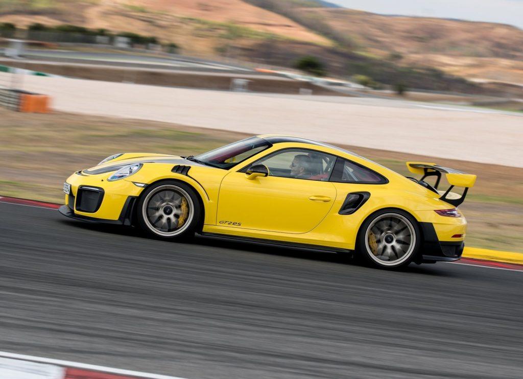 Porsche 911 GT2 RS 2018, вид сбоку