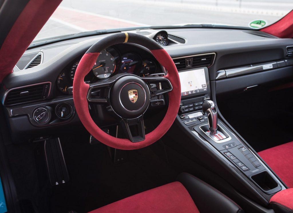 Новый Porsche 911 GT2 RS, салон