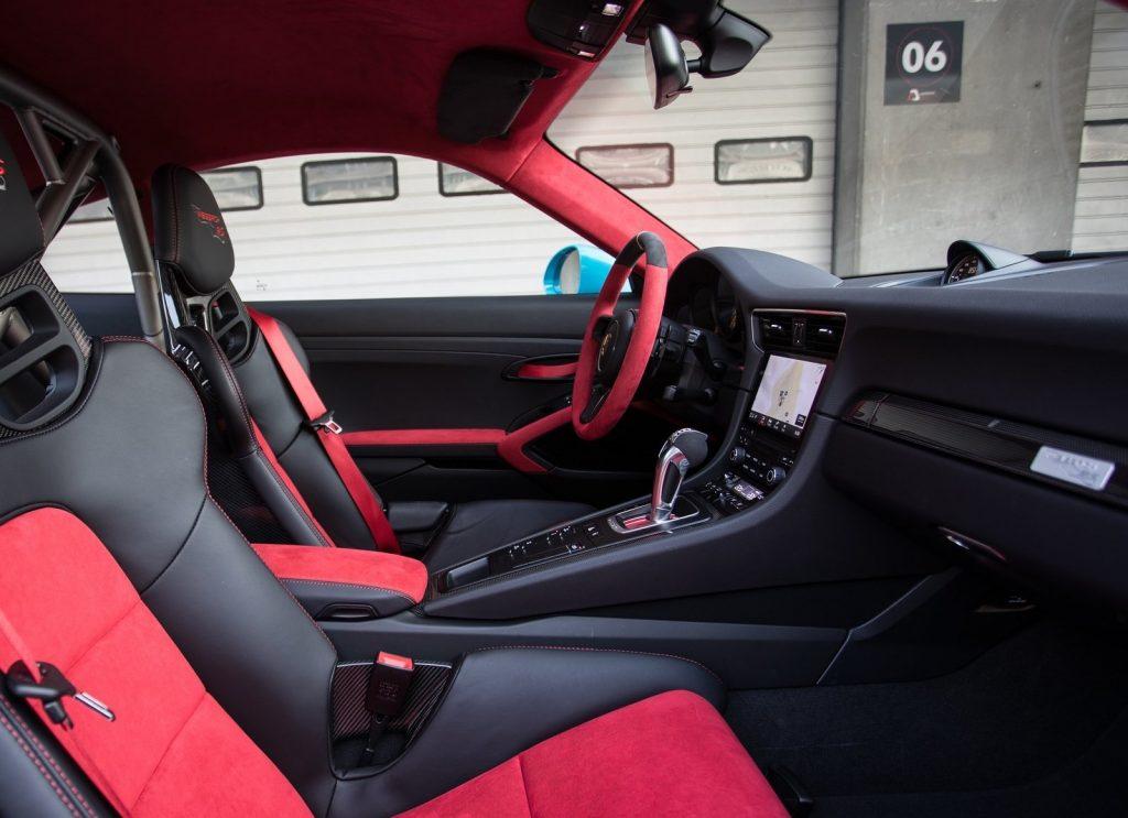 Porsche 911 GT2 RS, сиденья