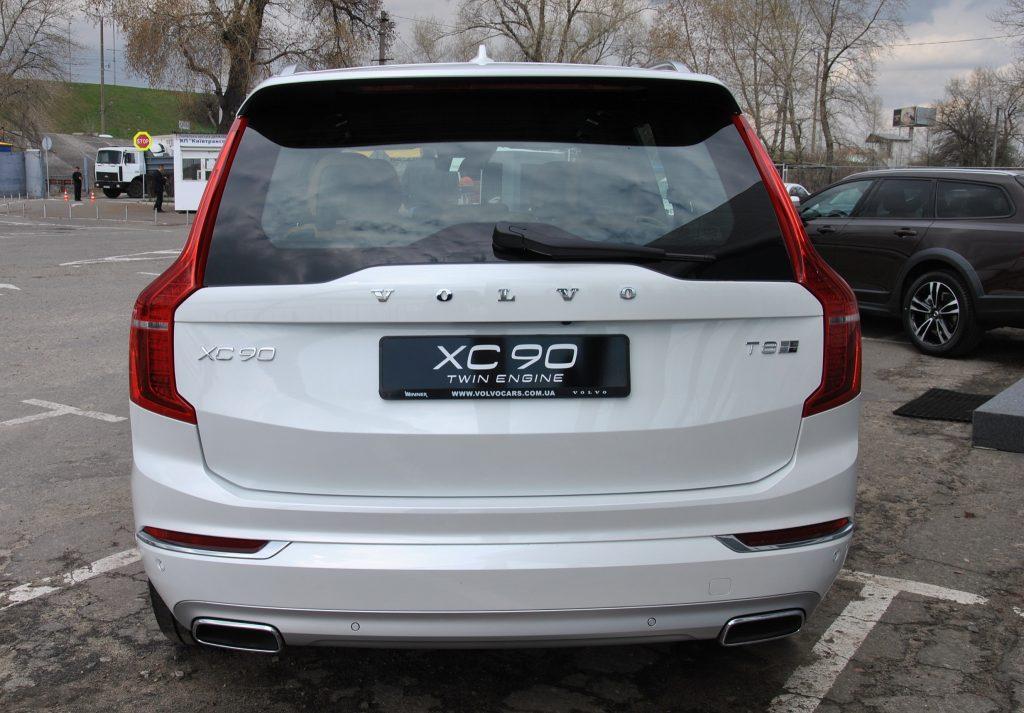 Новый Volvo XC90, вид сзади