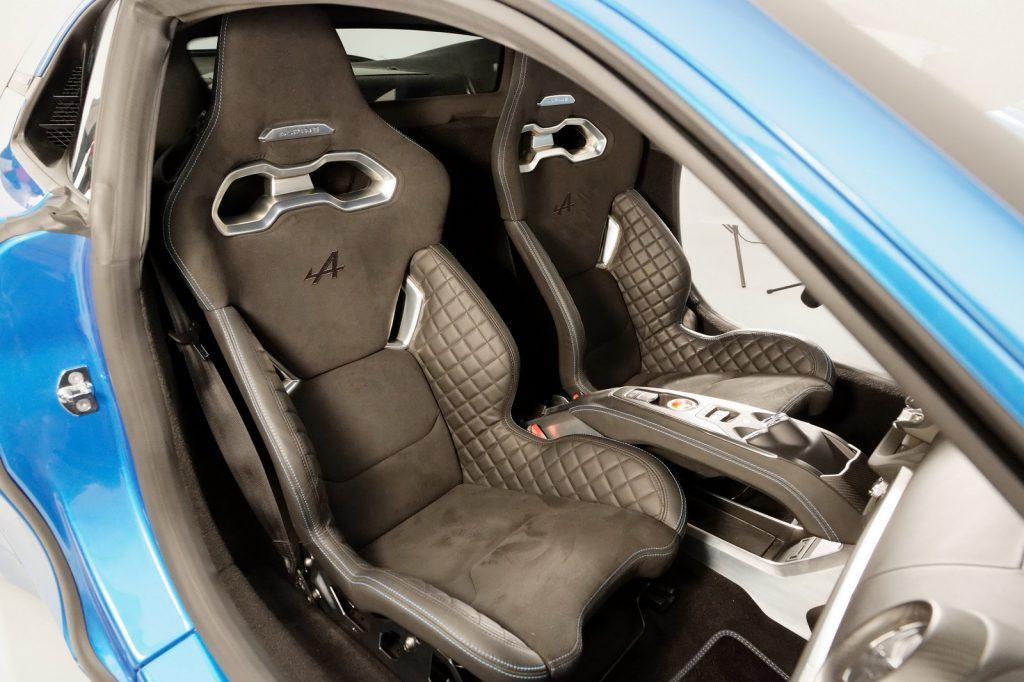 Alpine A110 2018, передние сиденья