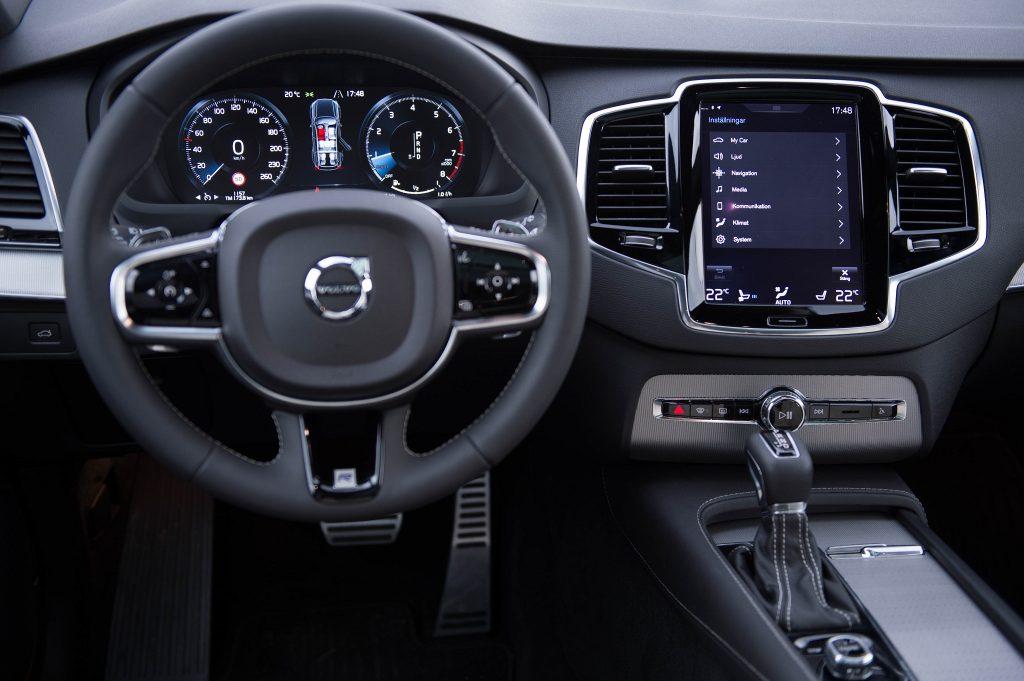 Volvo XC90 T8, передняя панель