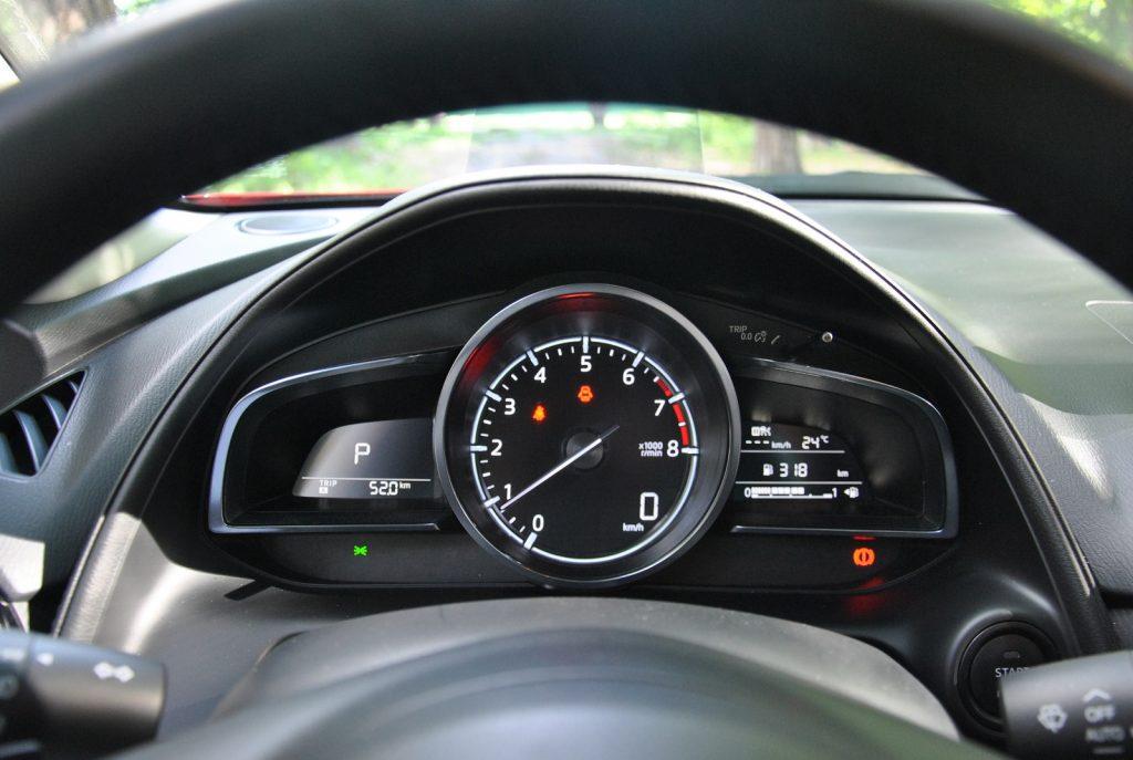Mazda CX-3, панель приборов
