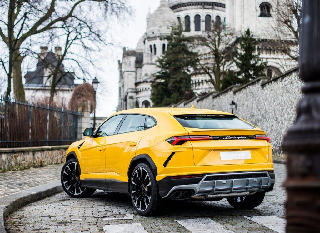 Новый Lamborghini Urus, вид сзади