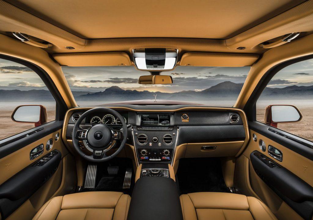 Rolls-Royce Cullinan, передняя панель