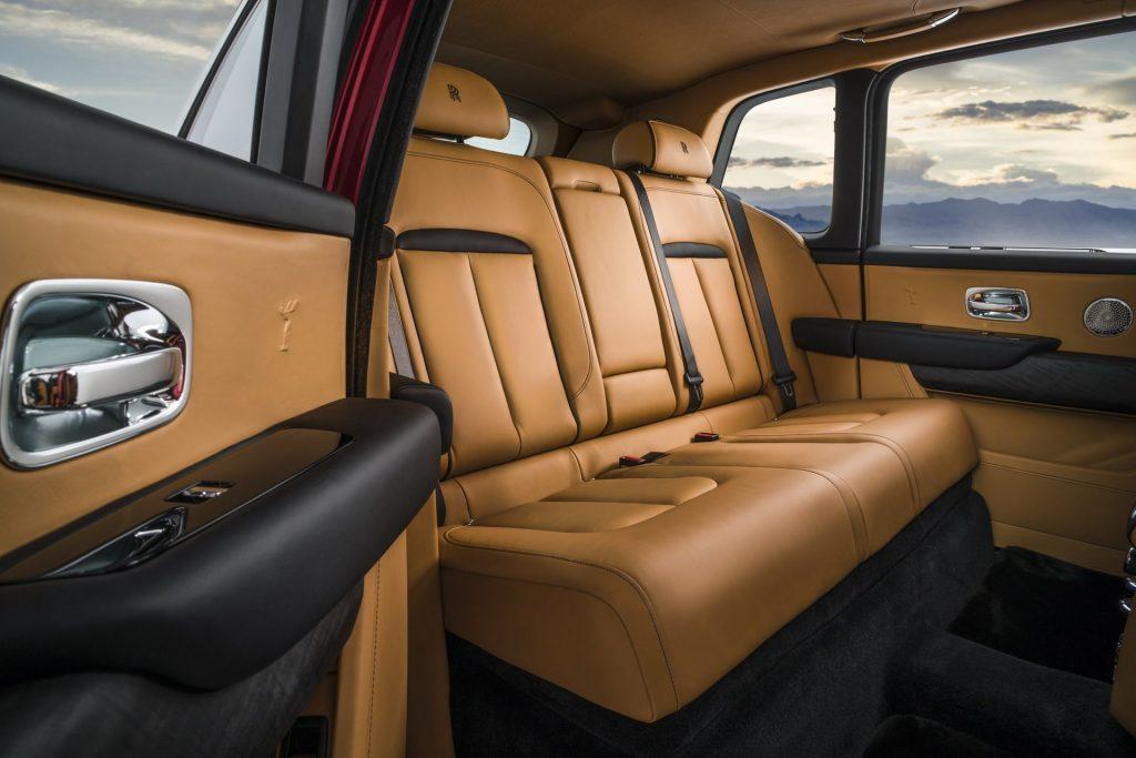 Новый Rolls-Royce Cullinan, задние сиденья