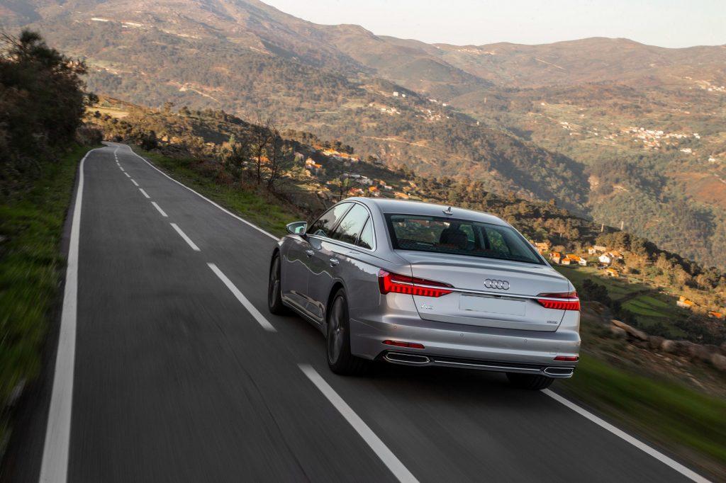 Audi A6 2018, вид сзади