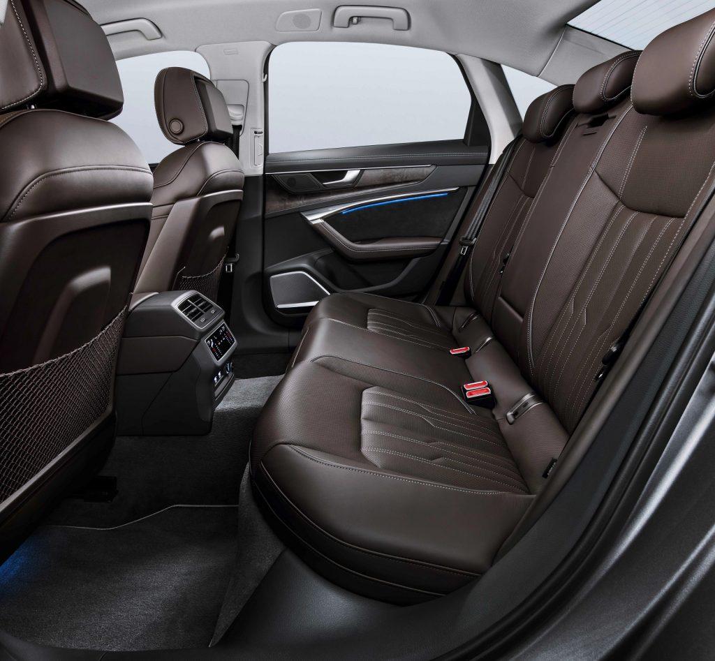 Audi A6 2018, задние сиденья