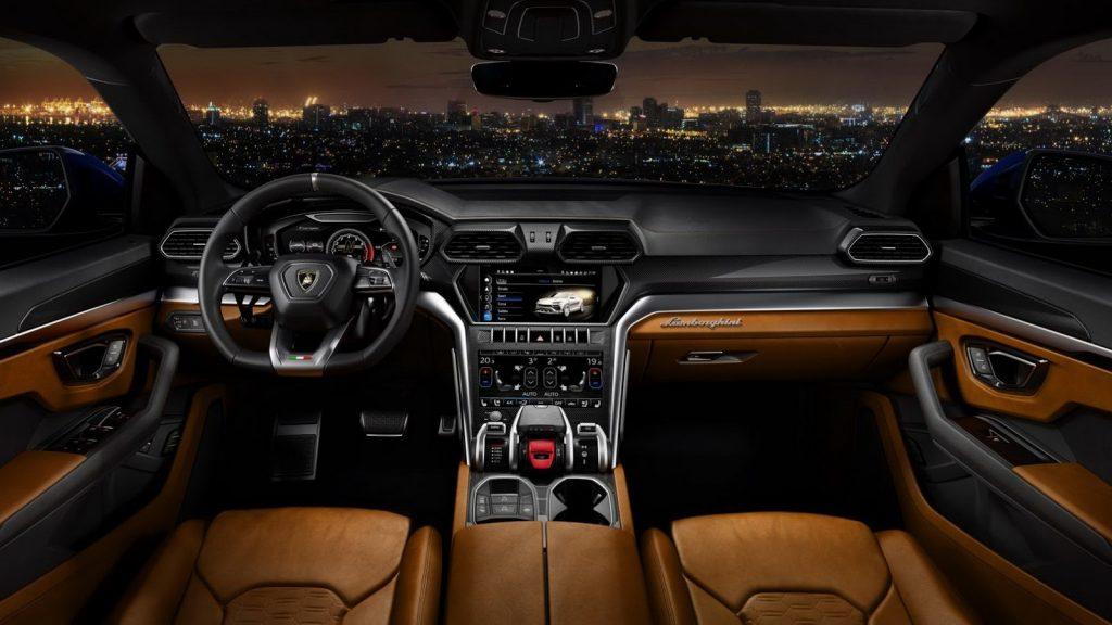 Новый Lamborghini Urus, передняя панель
