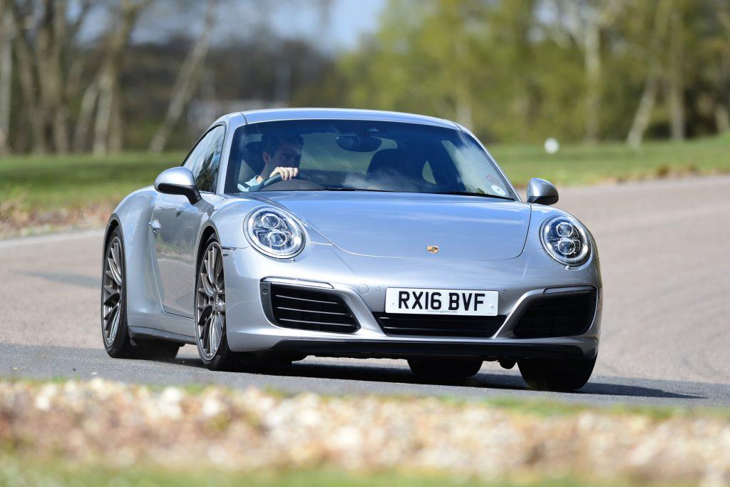 Современный Porsche 911 сохраняет фирменный дизайн
