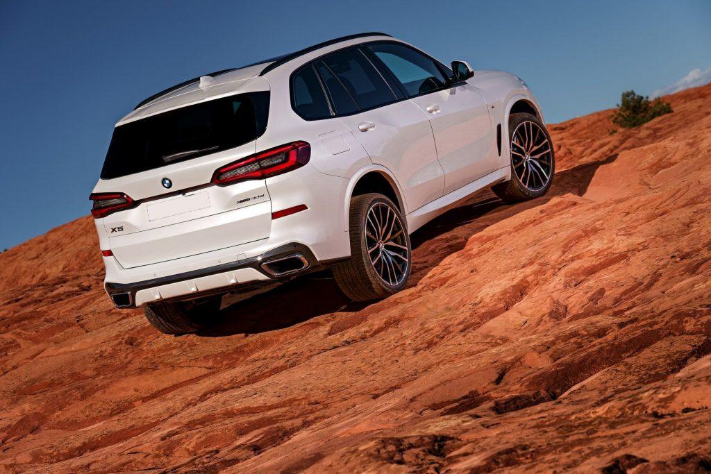 BMW X5, вид сзади