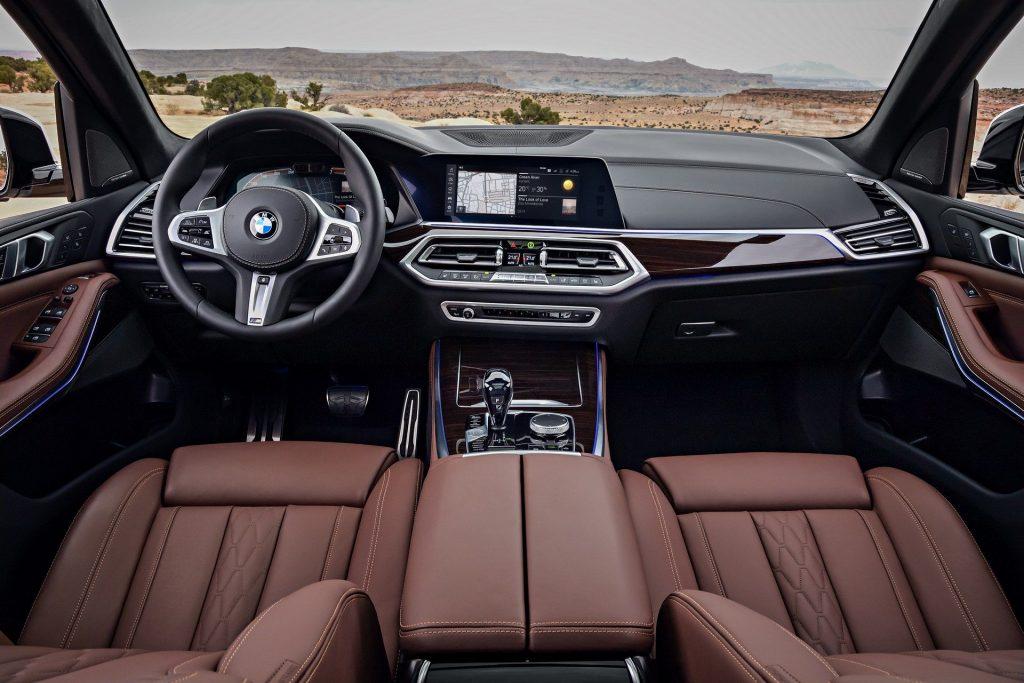 BMW X5 2018, передняя панель