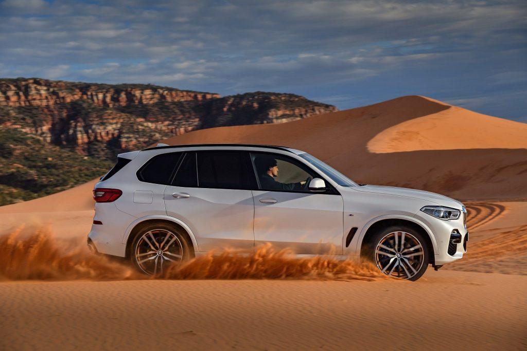 BMW X5 2018, вид сбоку