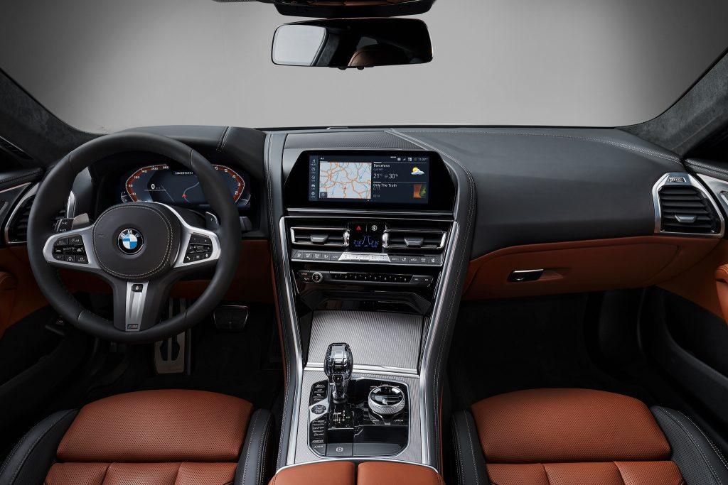 BMW 8 Series, передняя панель