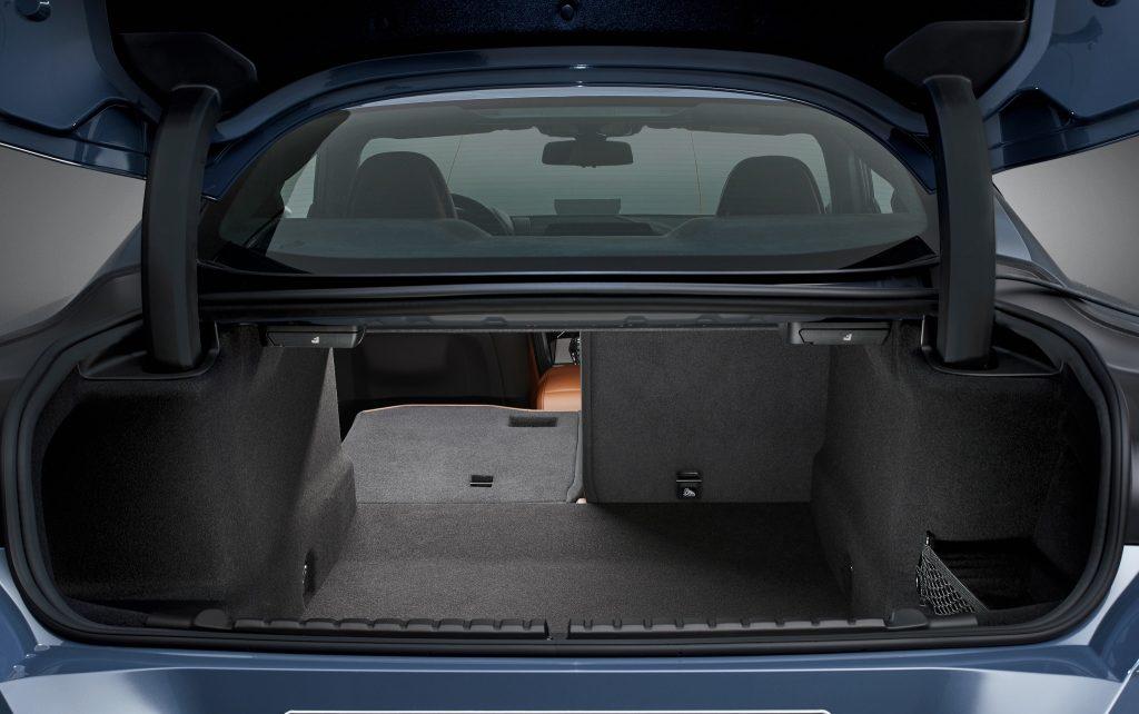 BMW 8 Series 2018, багажник