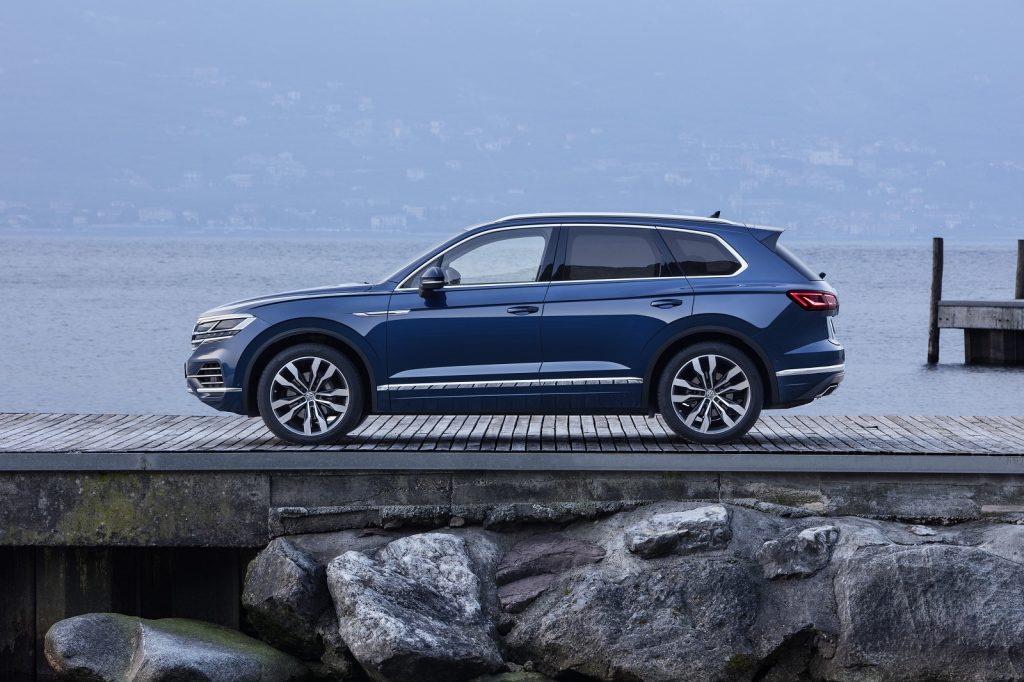 Volkswagen Touareg 2018, вид сбоку