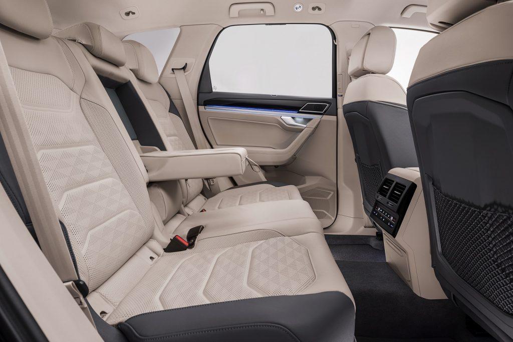 Volkswagen Touareg 2018, задние сиденья