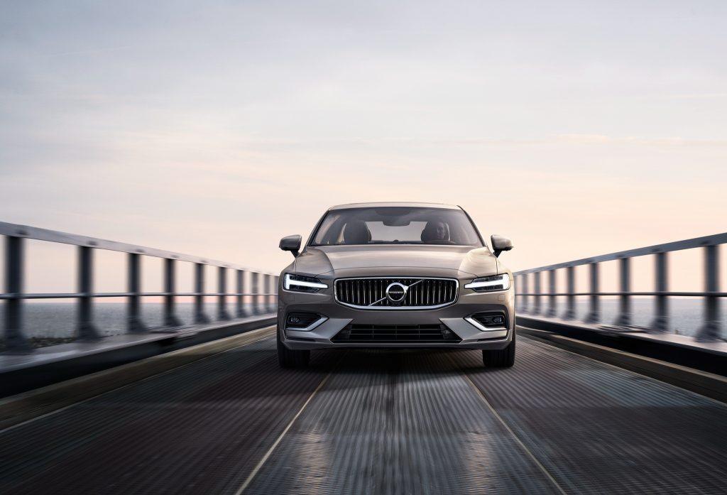 Volvo S60 2018, вид спереди