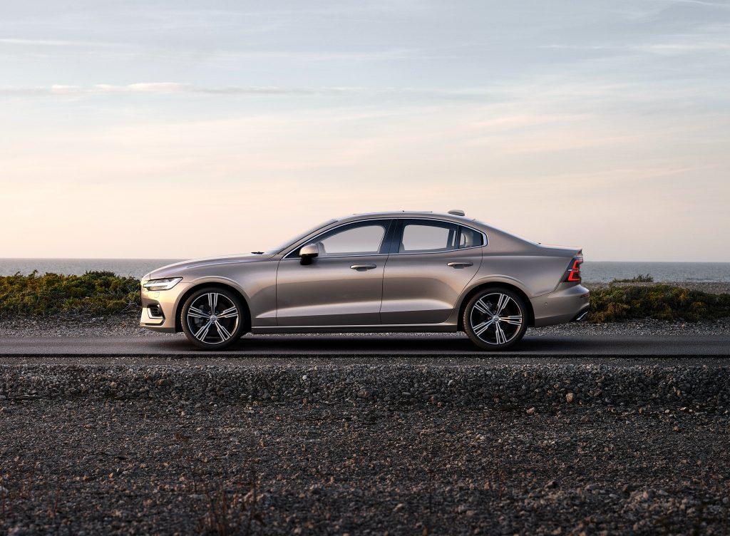Volvo S60 2018, вид сбоку