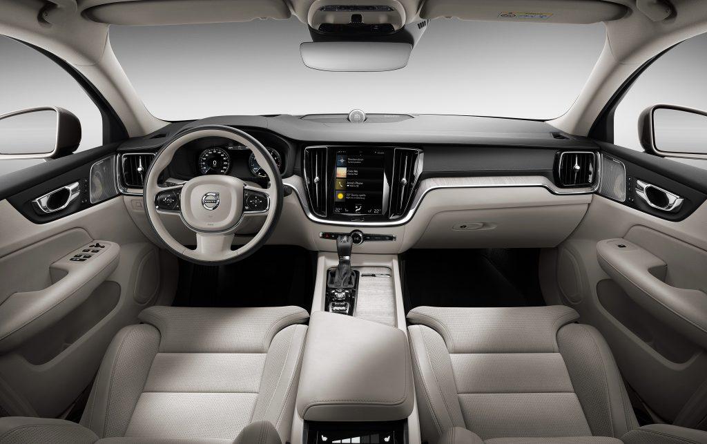 Новый Volvo S60, передняя панель