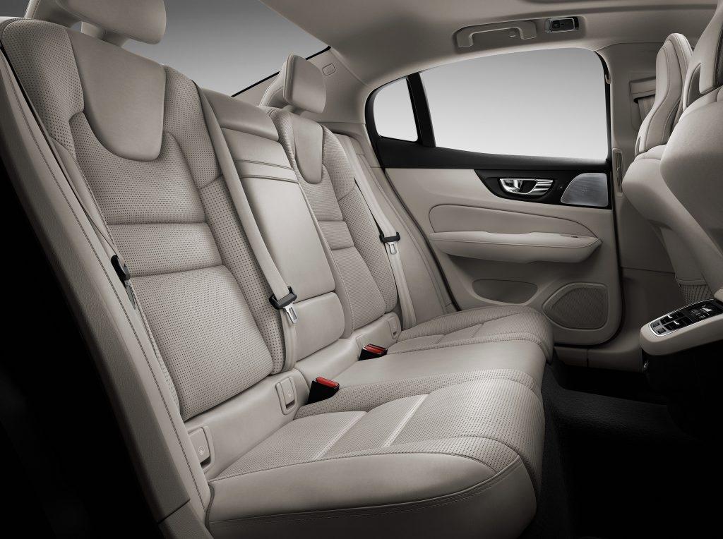 Volvo S60, задние сиденья