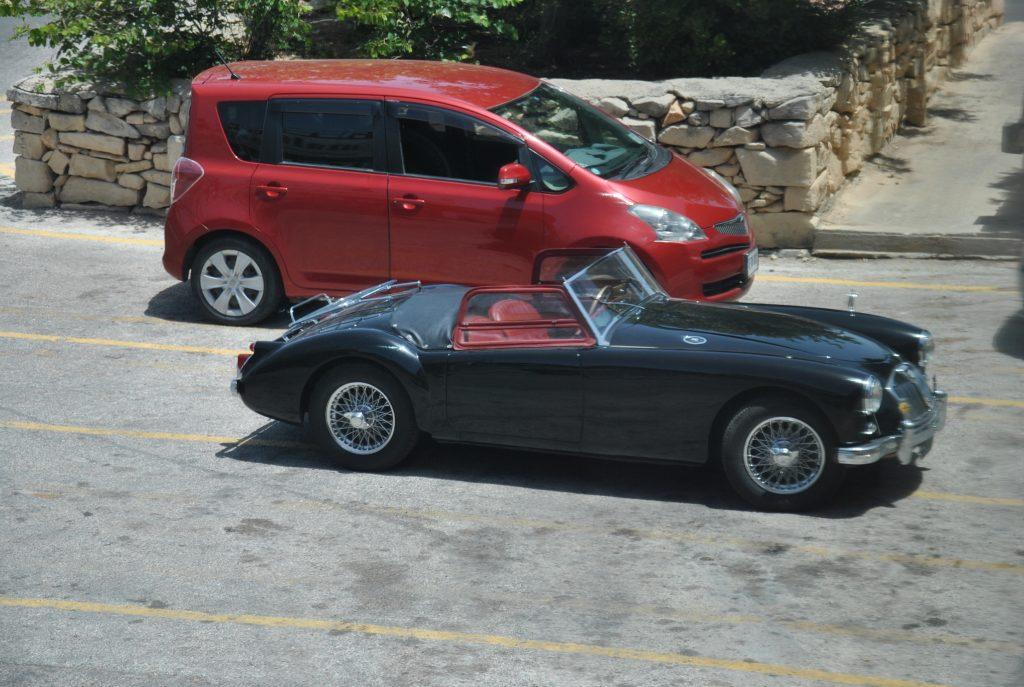 Ретро-авто нередко встречаются на Мальте