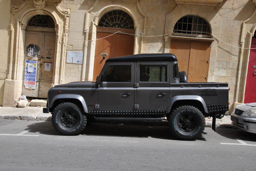 Land Rover Defender очень популярен на Мальте